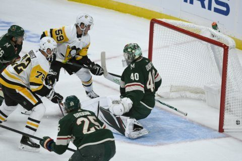 Crosby, short-handed Penguins beat winless Wild 7-4