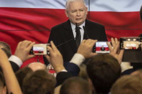 Polish conservatives win lower house but lose Senate