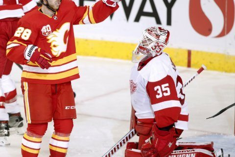Flames pull away in 3rd, beat Red Wings 5-1