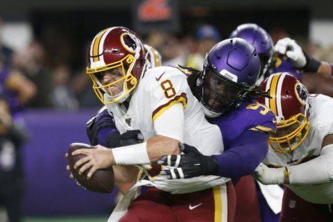 Redskins QB Keenum leaves game vs. Vikings with concussion