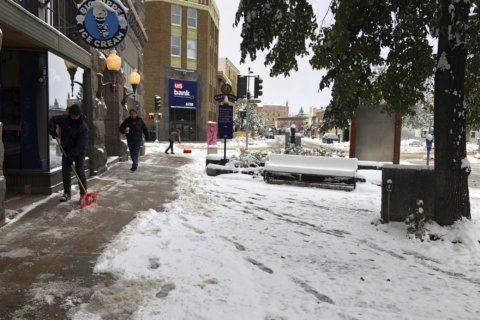 Fall snowstorm blasts Rockies, heading toward Midwest