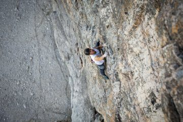 Swiss climbs 1,800-foot vertical rock face in record time … without a safety rope
