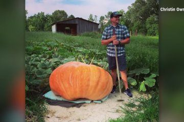 He grew a 910-pound pumpkin and then used it as a boat