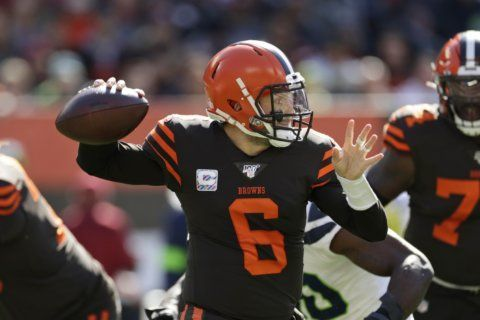 Browns' Mayfield slowed by hip injury, but should face Pats