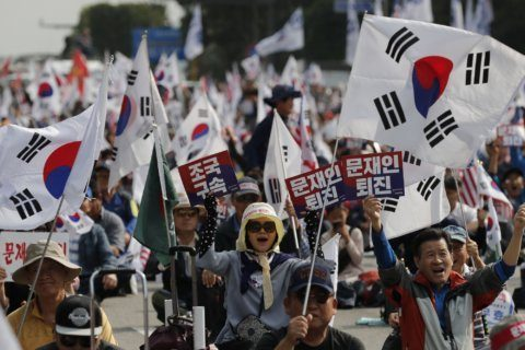 Gov't supporters rally in Seoul over beleaguered minister