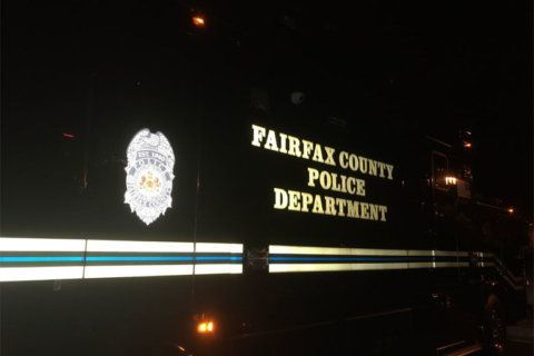 Police investigating barricade situation in Fairfax Co.