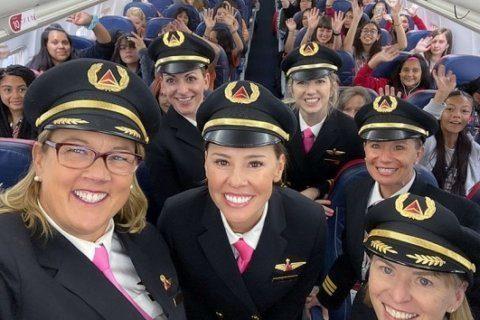 All-women Delta crew flies 120 girls to NASA headquarters to inspire female aviators
