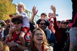 Nationals fans cheer the passing of the Commissioner's Trophy along Constitution Avenue. (WTOP/Alejandro Alvarez)