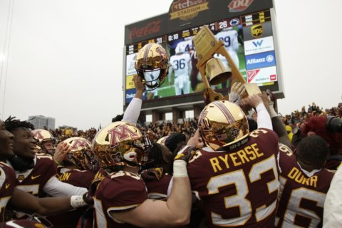 No. 7 Gophers head to No. 23 Iowa out to prove selves again
