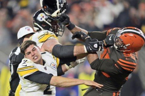 Garrett loses cool, hits Steelers QB with helmet in brawl