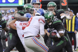 """<p><b><i>Giants 27</i></b><br /> <b><i>Jets 34</i></b></p> <p>A week after getting <a href=""""https://www.nydailynews.com/sports/football/giants/ny-daniel-jones-boom-mic-20191106-5riaqdatjbdjpnadynoxwp5wae-story.html"""" target=""""_blank"""" rel=""""noopener"""">waylaid by a mic</a>, Daniel Jones got the same treatment from a sagging Jets defense that managed to sack him six times; even though Leonard Williams was on the other sideline having way less fun <a href=""""https://nypost.com/2019/11/07/leonard-williams-wont-spare-sam-darnold-if-opportunity-arises/"""" target=""""_blank"""" rel=""""noopener"""">than he expected</a>. Whatever <a href=""""https://www.nj.com/giants/2019/11/giants-pat-shurmur-not-concerned-about-job-security-im-built-for-this.html"""" target=""""_blank"""" rel=""""noopener"""">Pat Shurmur is built for</a>, it shouldn&#8217;t include losing to the second-worst team in football to fall into Big Blue&#8217;s longest losing skid in five years.</p>"""
