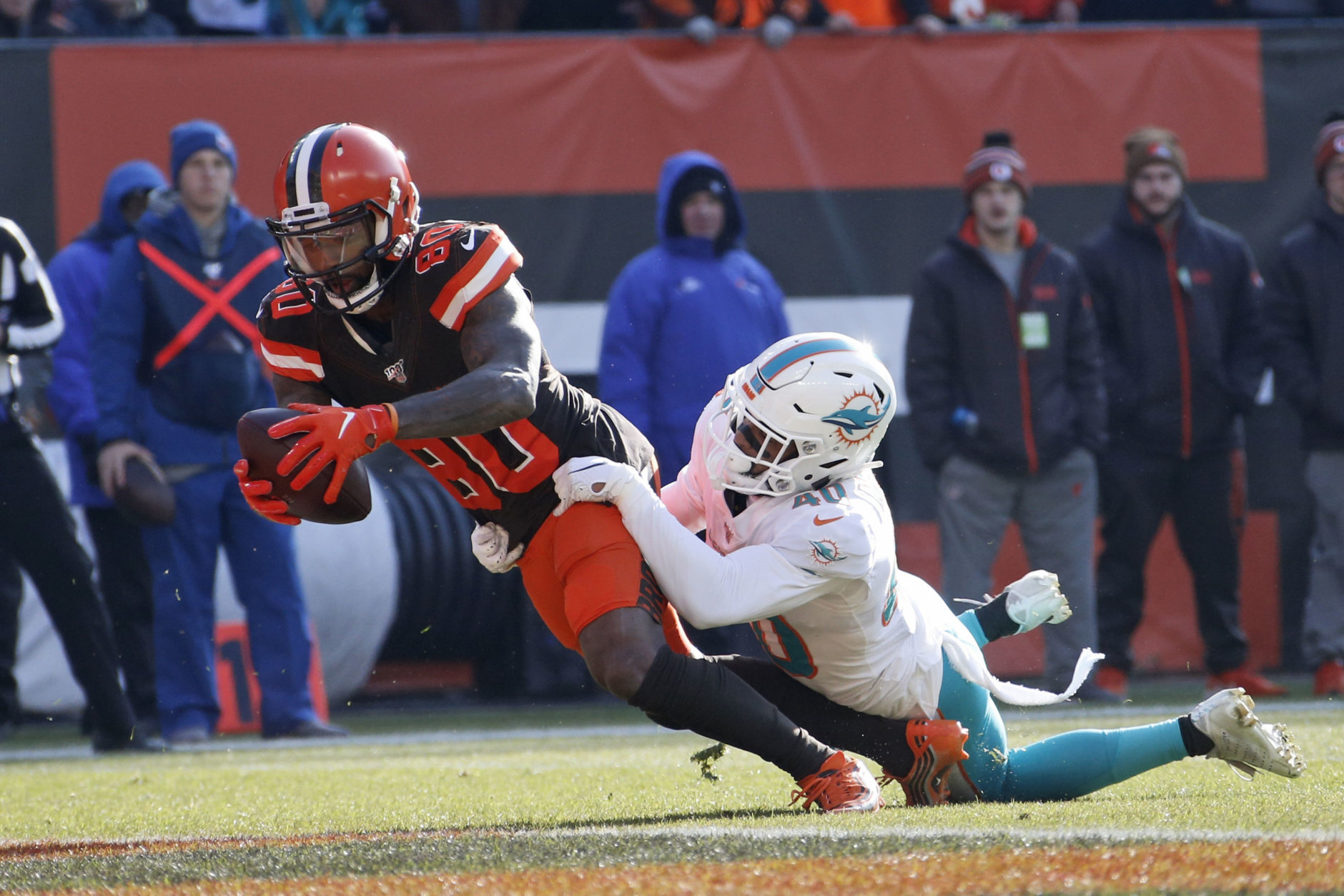 "<p><b><i>Dolphins 24</i></b><br /> <b><i>Browns 41</i></b></p> <p>For the second straight week, Cleveland stained a much-needed victory with <a href=""https://twitter.com/H_Grove/status/1198648162807881729?s=20"" target=""_blank"" rel=""noopener"">Mason Rudolph-related shenanigans</a>. Even Bruce Allen can&#8217;t think this culture is any good.</p>"