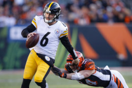<p><b><i>Steelers 16</i></b><br /> <b><i>Bengals 10</i></b></p> <p>Another reason Mike Tomlin should win Coach of the Year: Without JuJu Smith-Schuster or James Conner on offense, he won a game with a man named Duck playing QB. Yes, Cincinnati is terrible but Pittsburgh even being in contention for the playoffs under these circumstances is incredible.</p>