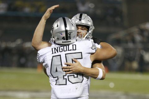 Late Carr rally, defensive stop put Raiders in playoff hunt