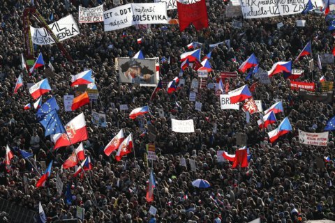 Czechs use anniversary of Velvet Revolution to pressure PM