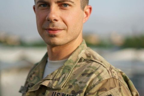 Buttigieg touts military service, wary of overstating role