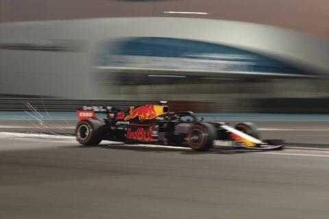 F1: World champion Hamilton takes pole at Abu Dhabi GP