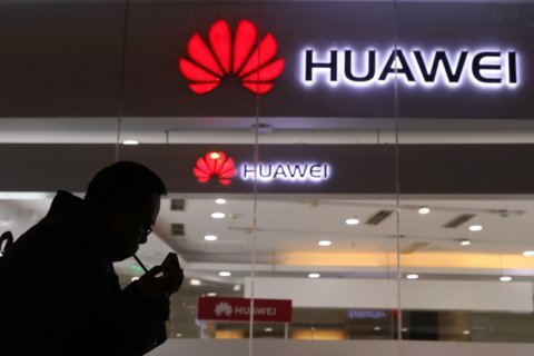 US regulators bar govt telecom funds for Huawei, ZTE