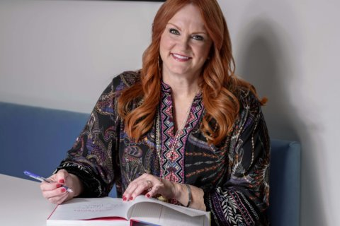 'Pioneer woman' sticks to her groove with new cookbook