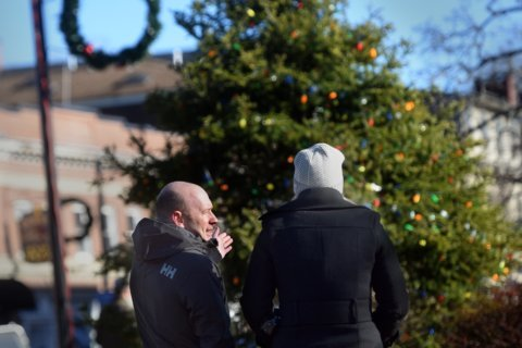 'Frost Fest' in place of tree lighting gets cool reception