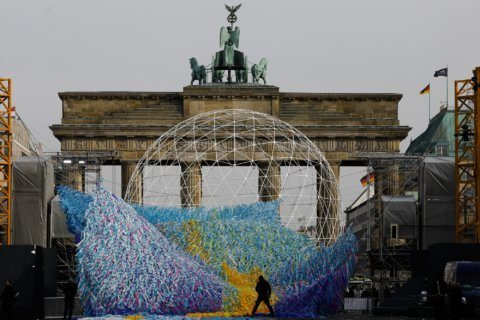 Messages of peace mark 30 years since fall of Berlin Wall