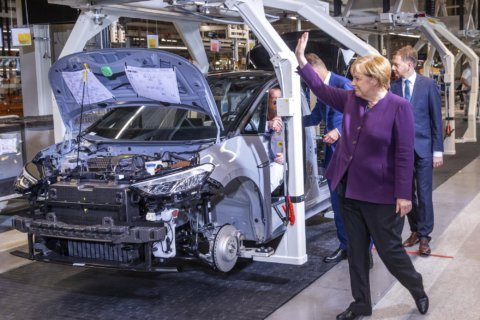 German government extends incentives for electric car buyers