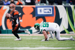 """<p><b><i>Jets 6</i></b><br /> <b><i>Bengals 22</i></b></p> <p>So much for <a href=""""https://www.espn.com/nfl/story/_/id/28178841/ghost-buster-jets-praise-qb-sam-darnold-growth-slump"""" target=""""_blank"""" rel=""""noopener"""">Ghostbusters</a>. Sam Darnold couldn&#8217;t engineer even one touchdown drive against the NFL&#8217;s last winless team and Le&#8217;Veon Bell continued to be underutilized. Consider this the death blow to their utterly confusing season.</p> <p>But give it up for Cincinnati. Andy Dalton&#8217;s <a href=""""https://profootballtalk.nbcsports.com/2019/11/27/andy-dalton-has-a-whole-new-perspective-after-benching/"""" target=""""_blank"""" rel=""""noopener"""">new perspective</a>in his return from the bench led him to the top of the franchise&#8217;s all-time touchdown list and makes the Bengals a dangerous draw (twice) for the Browns down the stretch.</p>"""