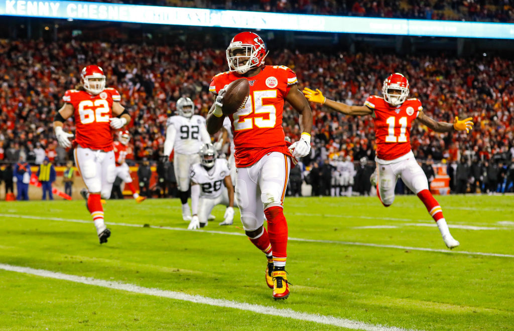 <p><b><i>Raiders 9</i></b><br /> <b><i>Chiefs 40</i></b></p> <p>Kansas City dominated its first penalty-free game in 45 years, while Oakland has lost four straight road games by an average of 35.8 points per game, laying back-to-back turds at a time when they were still in contention for the AFC West title. This division race is over.</p>