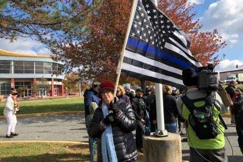 Rally held at Montgomery County police station where 'thin blue line' flag cannot be displayed