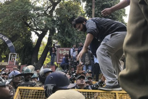 Indian students face off with police amid fee protest