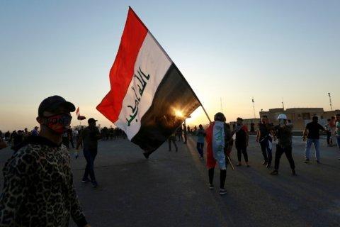 Iraqi protester killed amid fresh clashes on Baghdad bridge