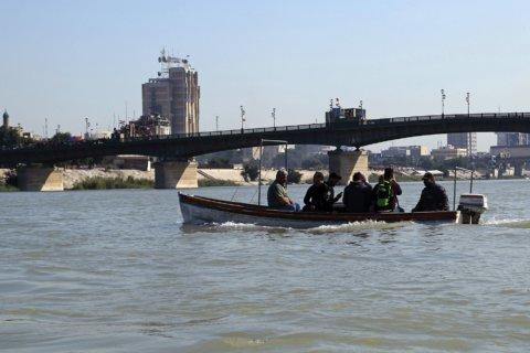 Iraqi protesters block commercial ports, split capital