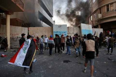 4 protesters killed, raising death toll in Baghdad clashes