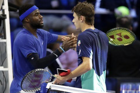 De Minaur to face home favorite Sinner in final