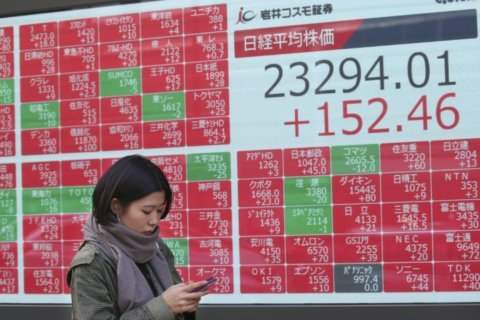 Global shares mostly rise on talk of China-US trade deal