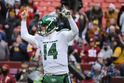 Can we talk? Darnold, Gase huddle helped revive Jets offense