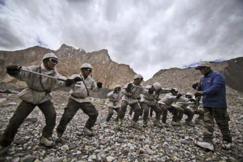 Avalanche traps 8 Indian soldiers on Himalayan glacier