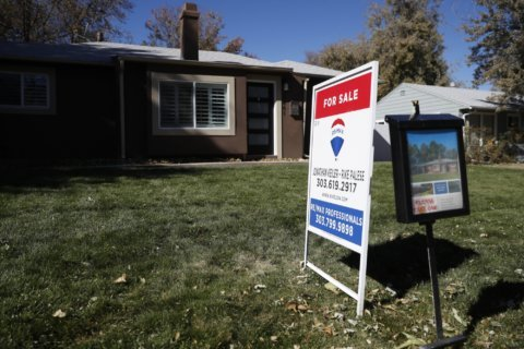US mortgage rates edge up slightly, 30-year at 3.68%