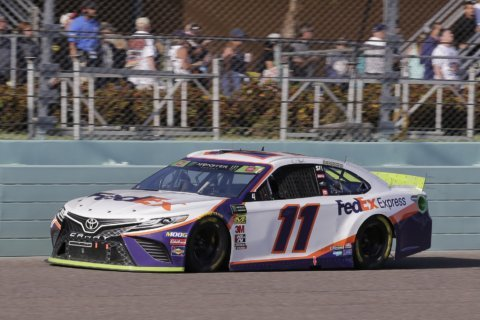 Sticky Situation: Hamlin's title run ends with tape gaffe