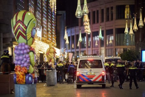 Assailant wounds 3 in stabbing in busy Hague shopping area