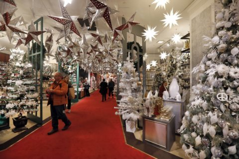 Why most Americans will hold the line on holiday spending