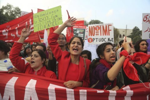 Pakistani students demand end to ban on unions at campuses