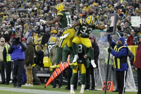 Packers' Jones scores 3 TDs in 24-16 win over Carolina