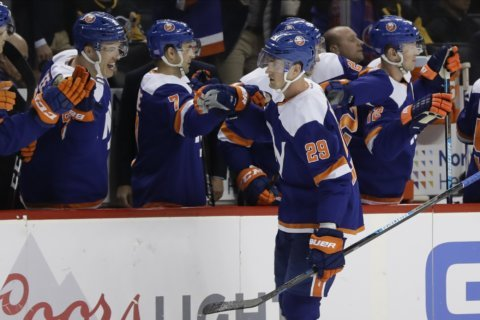 Islanders beat Pens 4-3 to extend point streak to 16 games.