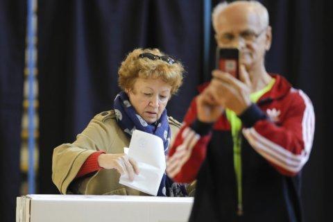 Romania presidential vote seen heading to Nov. 24 runoff