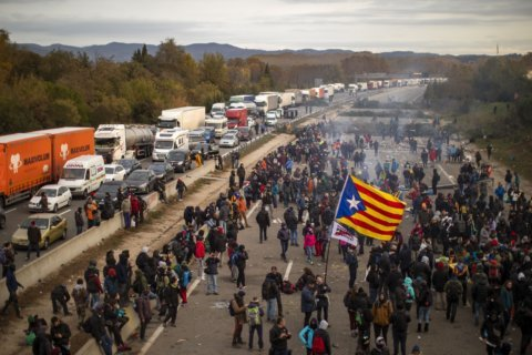Hundreds of motorists blocked by Catalan separatists