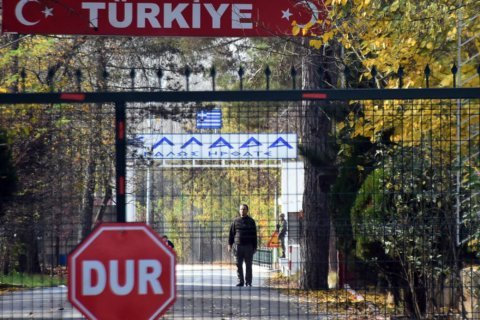 Turkey to deport IS suspect stuck at Greek border to US