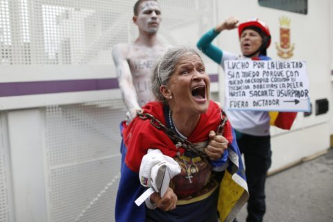 Venezuela students blocked in protest march to military base