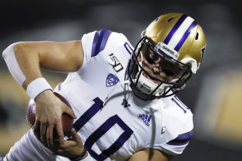 QBs Gordon, Eason grab the attention in Apple Cup