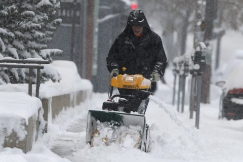 Winter storm threatens to scramble Thanksgiving travel plans